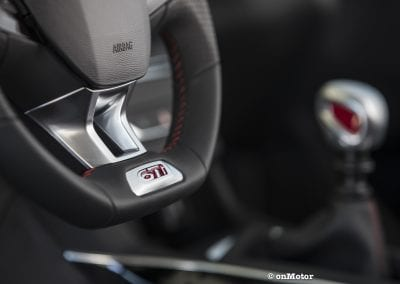 PEUGEOT 308 GTI-17