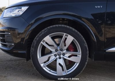 audi sq7 vs volvo xc90 t8 r-design-34