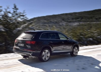 audi sq7 vs volvo xc90 t8 r-design-52