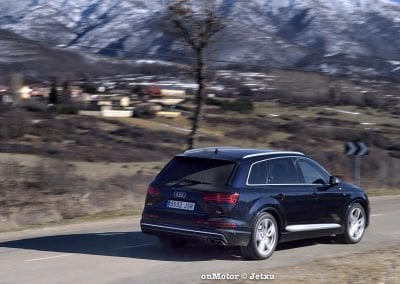 audi sq7 vs volvo xc90 t8 r-design-74