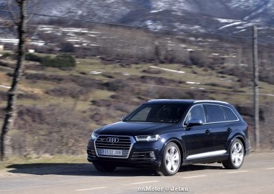 audi sq7 vs volvo xc90 t8 r-design-75