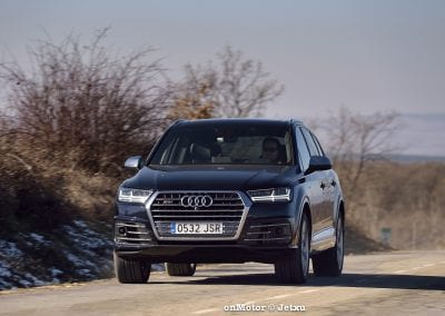 audi sq7 vs volvo xc90 t8 r-design-79