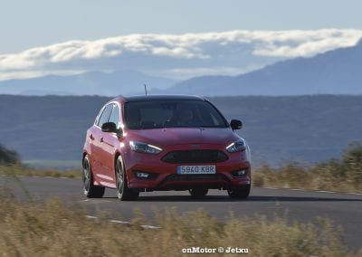 ford_focus_st-line_tdci150_-11