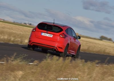 ford_focus_st-line_tdci150_-12