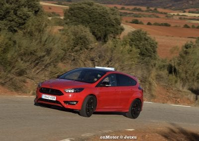 ford_focus_st-line_tdci150_-19