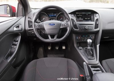 ford_focus_st-line_tdci150_-2