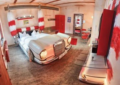 V8Hotel - Themenzimmer Waschanlage, CarWash. V8 HOTEL - MOTORWORLD Region Stuttgart auf dem Flugfeld Boeblingen.
