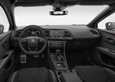 Nuevo-SEAT-Leon-ST-CUPRA-R-cenit-de-la-exclusividad_002_HQ-2