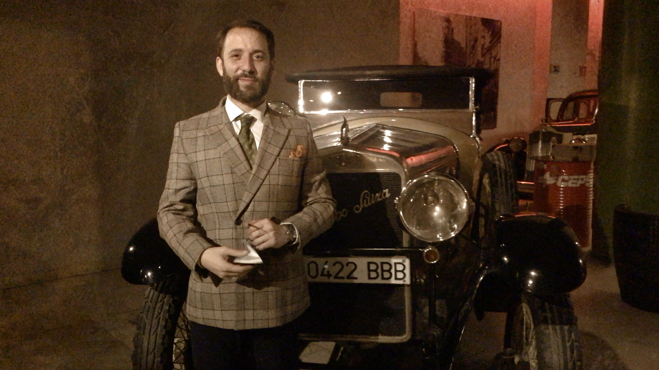 Pablo Raijenstein en su espectáculo Misterio en el Museo de Coches Clásicos